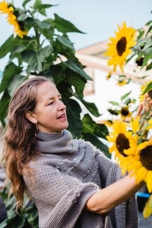 Melissa Darou Sunflower Garden photo credit: Jessie McNaught