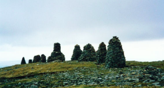 Stone cairns (cans) are carefully stacked stones, usually used to guide hikers along a path. Here, the ancient Nine Standards pack a lot of legend and myth.