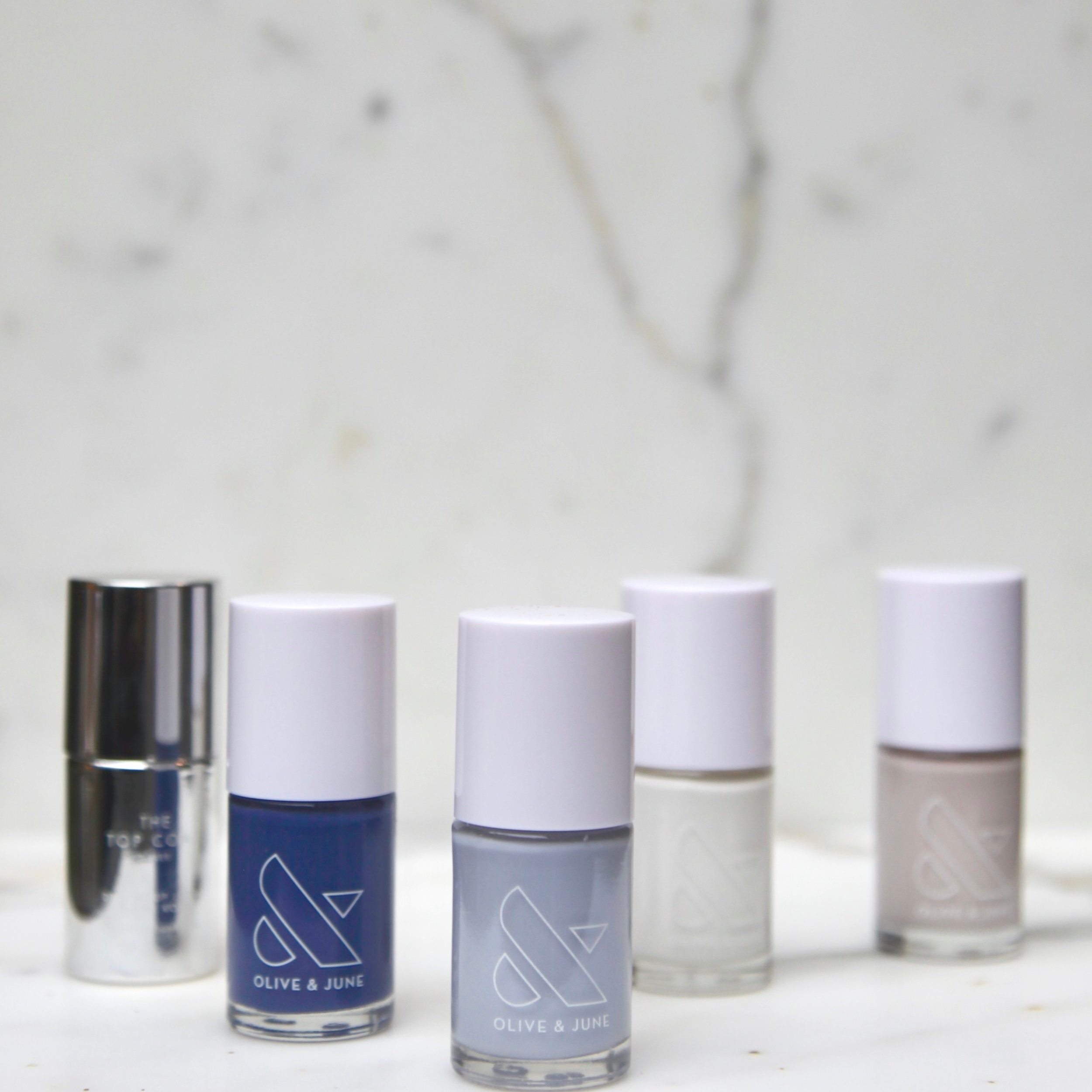 The  kit  includes full size nail polishes and their signature top coat.