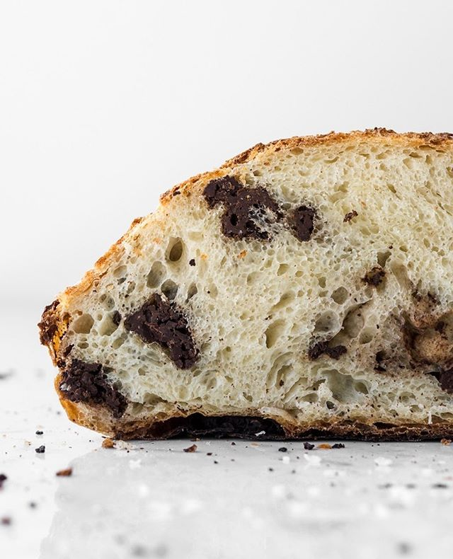 take it from someone who hates sweating in the kitchen (/being hot in general) and, if it weren't for the whole family dinner thing, would live off a bottle of wine and cheese every day during the summer to avoid the heat-- you need to crank the oven to 500°F and make this crusty, chewy, chocolate chunk artisan bread today. it's so worth it.⠀ ⠀ .⠀ .⠀ .⠀ .⠀ .⠀ ⠀ ⠀ #f52grams #foodandwine #imsomartha #fwx #lifeandthyme #feedfeed #bhgfood #forkyeah #forkfeed #buzzfeast #huffposttaste #epicurious #foodwinewomen #realfood #foodblogfeed #spoonfeed #thekitchn #saveurmag #foodtographyschool #bareaders #shareyourtable #realsimple #inseasonnow #makeitdelicious #foodstyling #commontable #vscofood #tastespotting #foodie_features #gatheringslikethese @williamssonoma @bobsredmill @foodblogfeed @thefeedfeed#