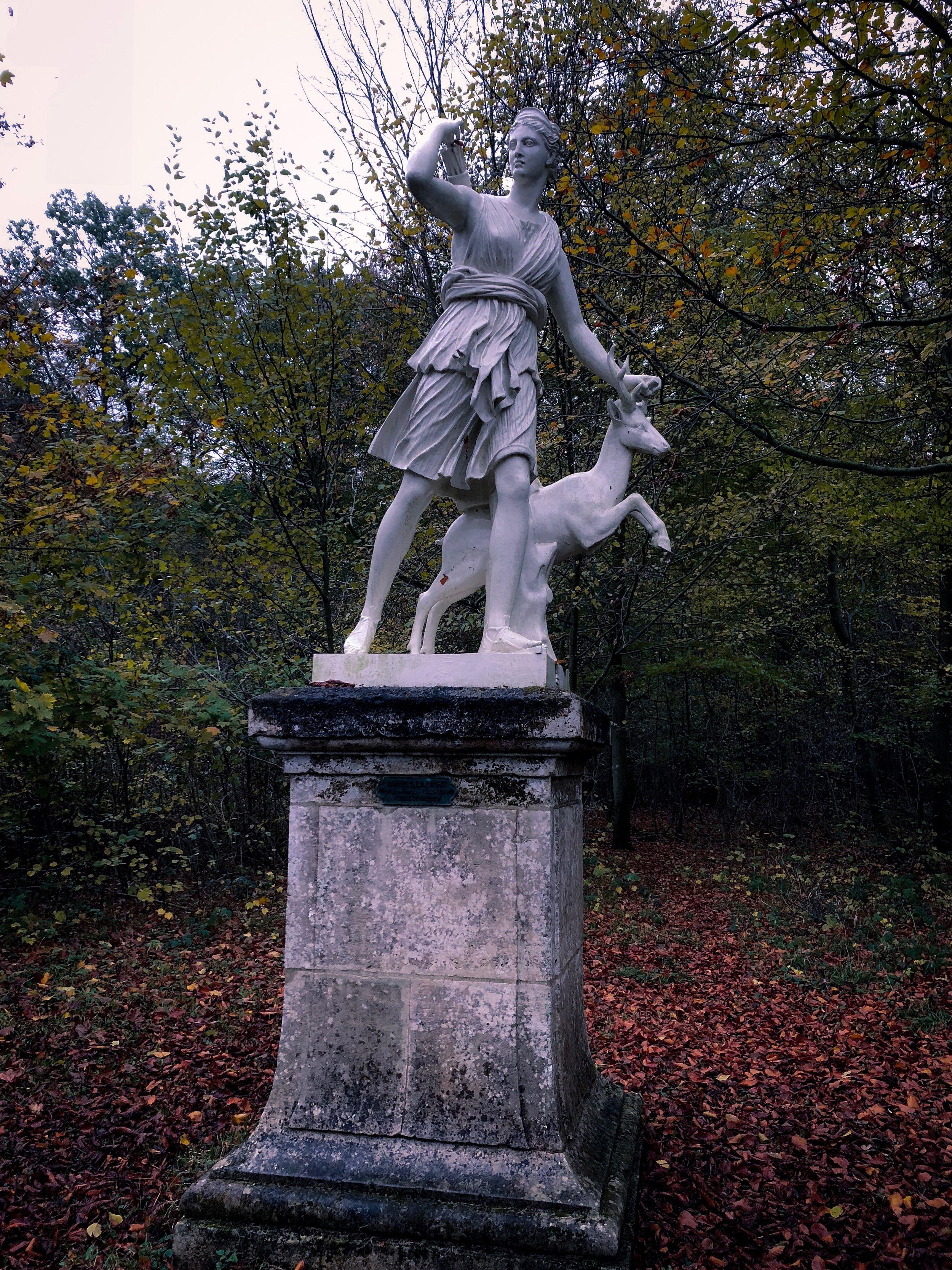 Diana_statue_Chantilly.JPG
