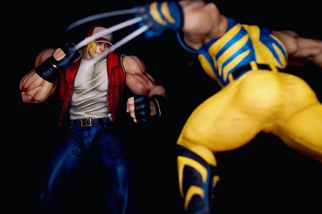 🔥Round One🔥Wolf has his hands full here. 1/4 scale Terry Bogard statue by Dye Collectibles. Now available for order! Check out our webpage  and sign up for our websites e-newsletter to receive a 🔥$50🔥 promo code via email prior to the pre order launch. .🔥 https://www.dyecollectibles.com 🔥 follow us on Facebook @ http://bit.ly/dyecollectiblesfacebook #dye_collectibles #retrogamingcommunity #neogeo #terrybogard #statuecollectibles #statuecollection #xboxone #videogames #videogame #videogamer #kingoffighters #ioriyagami #ps3 #snk #xbox #sideshowcollectibles  #popculture #arcade #arcadegames #fatalfury #xboxone #capcomvssnk #marvelvscapcom #streetfighter #lonewolf #geesehoward #kingoffightersxiv #snkasia #dyecollectibles photography @wifightit