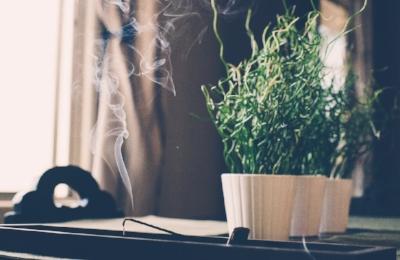 4fc4c-smoke-incense.jpg
