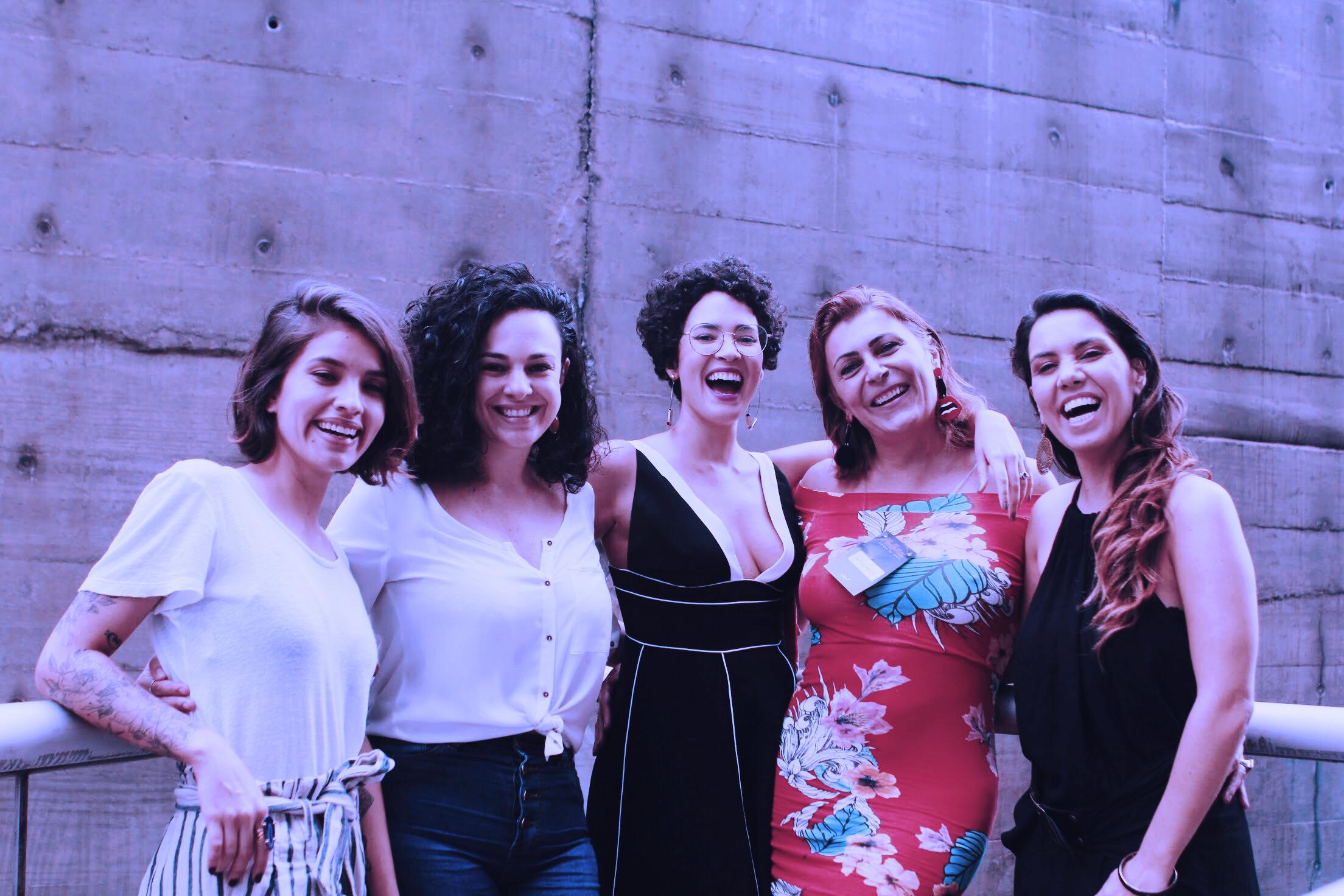 Isadora Ribeiro do Na Nossa Vida, Isabella Ianelli do Curso das Emoções, Mayara Castro da WMN, Maite Schneider, da Transempregos e Nathália Raggi, do ELo7. Foto: Renata Monteiro