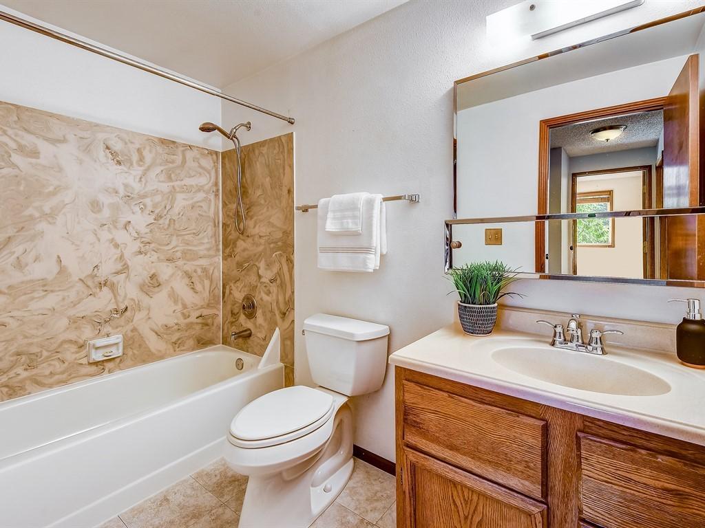 016_Bathroom  .jpg