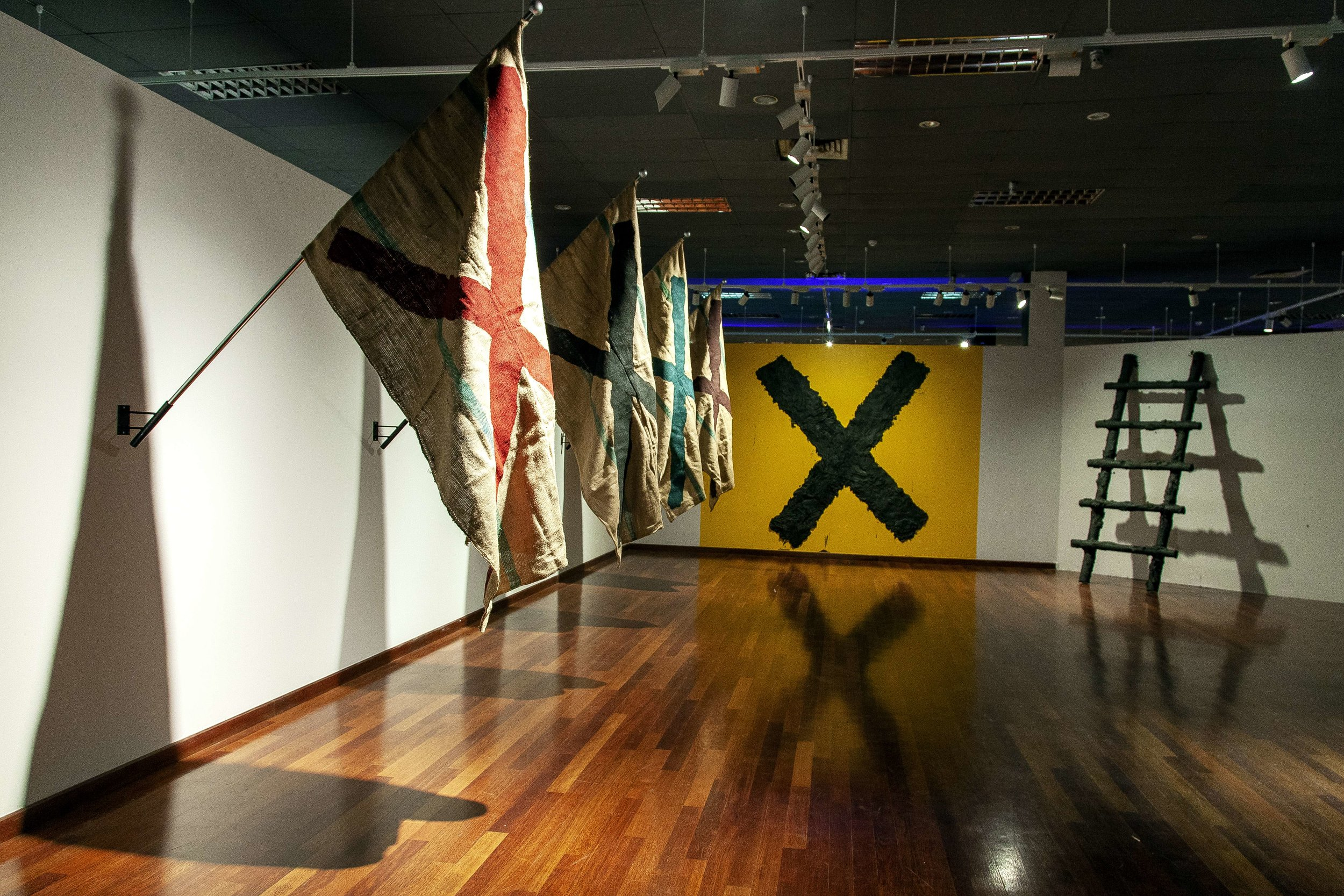 Samsudin Wahab, 'Rambu-Rambu Memori', 2019, installation, ladder, paddy sack jute, mud from a mangrove forest, soil and others, dimensions variable. Image courtesy of National Art Gallery Malaysia.