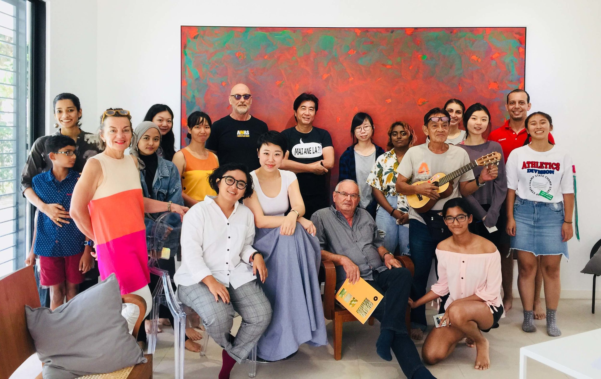 Art Chat at Suma Orientalis, attended by curator Ignatia Nilu, artists Long Thien Shih, Drew Harris and Sofia Haron, Dr Askandar Unglehrt, collectors and art students. Image courtesy of Suma Orientalis.