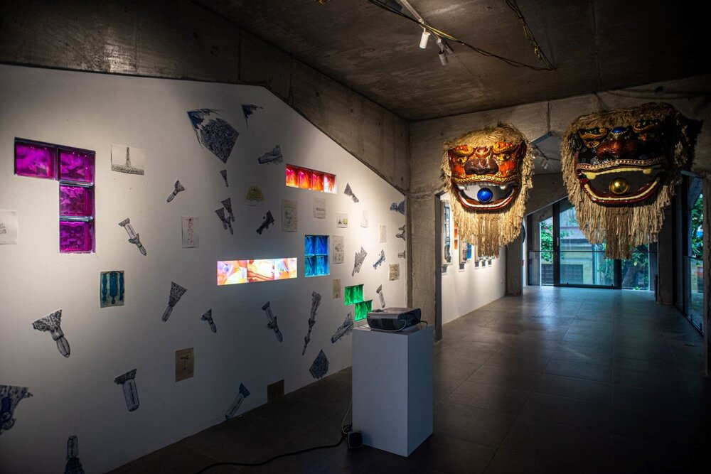Nguyễn Trần Ưu Đàm's 'Serpents' Tails' (left) and Trần Hậu Yên Thế's 'Unexpected Gathering' (right), exhibition installation view. Image courtesy of the artist-curator Nguyến Thế Sơn.