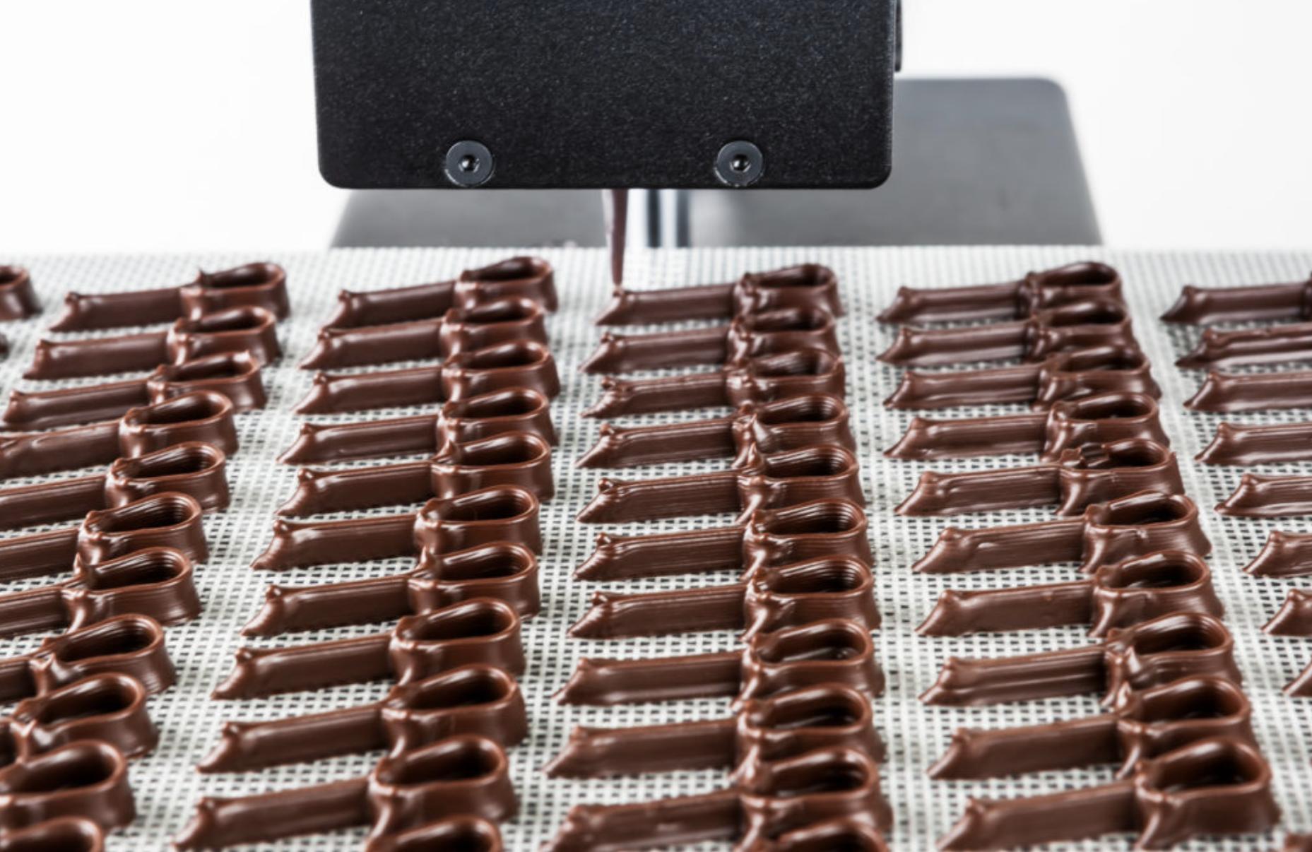 Čokolada - 84 čokoladnih i personaliziranih gitara izrađeno je u čak 93 minute!