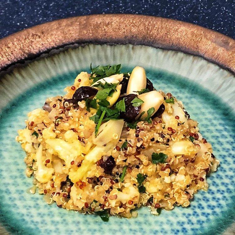 Quinoa aux Choux Fleurs, Airelles et Noix de Pili