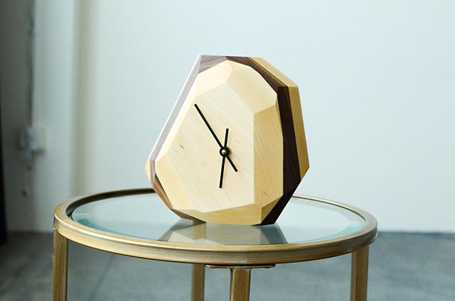 Modern, artsy, minimal. Here the right adjectives to describe aesthetically the geometric wall or table #clock by @theironroots. - Read more on www.feeldesain.com . . . #FeelDesain #contentcreator #theironroots #modernfurniture #woodworking #wooddesign #moderndesign #interiordesign #interiordesigner #moderndecor