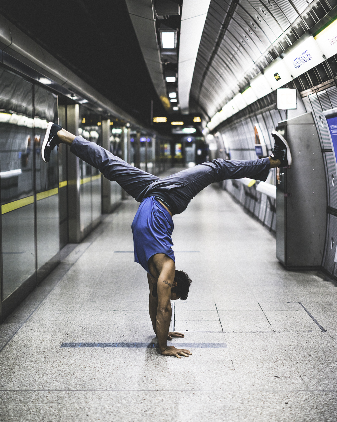Alex handstand tube_London 2018.jpg