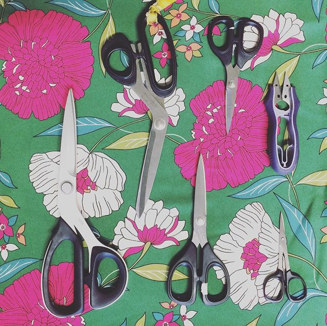 My favorite and most used scissors. I am a huge @kaiscissors fangirl ❤️ . . . Le mie forbici preferite e più utilizzate: adoro le @kaiscissors! . . #kaiscissors #kaiscissorsrock #sewing #sewingequipment #scissors