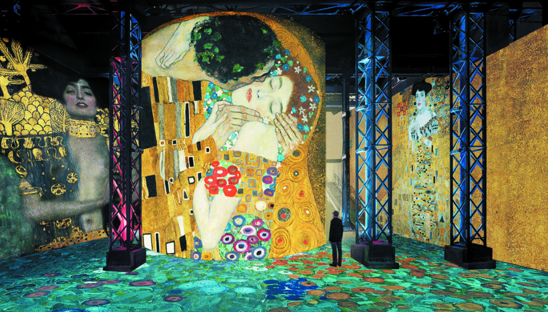 theartgorgeous.com  //  https://theartgorgeous.com/step-inside-klimt-painting-kiss-paris/