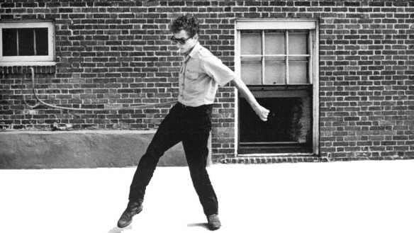 Bob-Dylan-cracking-his-bullwhip-Rhode-Island-1963.-Photo-by-David-Gahr..jpg