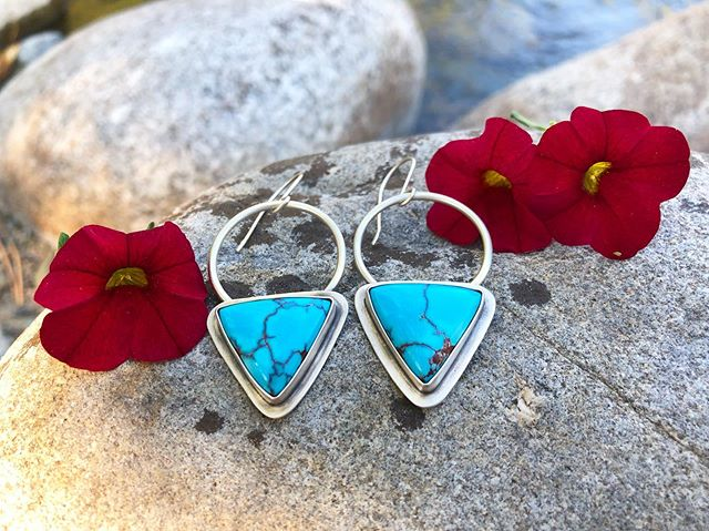 Look at these earrings!!! 😍 These turquoise triangles are absolutely magnificent! They carry the look of lightning strikes lighting up a stormy sky ⚡️ I can't wait to see who ends up with these beauties 🐾  #builtbywolfandflame #silversmith #maker #ladysmith #ladyboss #makersmovement #makersgonnamake #handmadejewelry #howitsmadematters #supportsmallbusiness #handsandhustle #madeinthemountains #womeninart