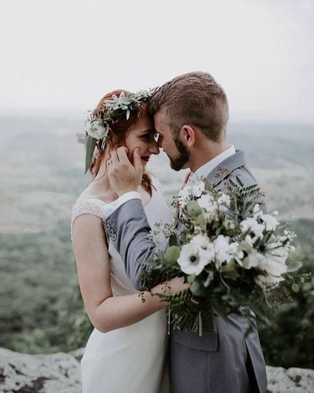 Sweet summer flowers for an even sweeter bride
