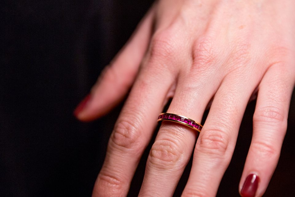 This is a 19.2 ct yellow gold ring with rubies  (c) Zedi Lucena | WSA