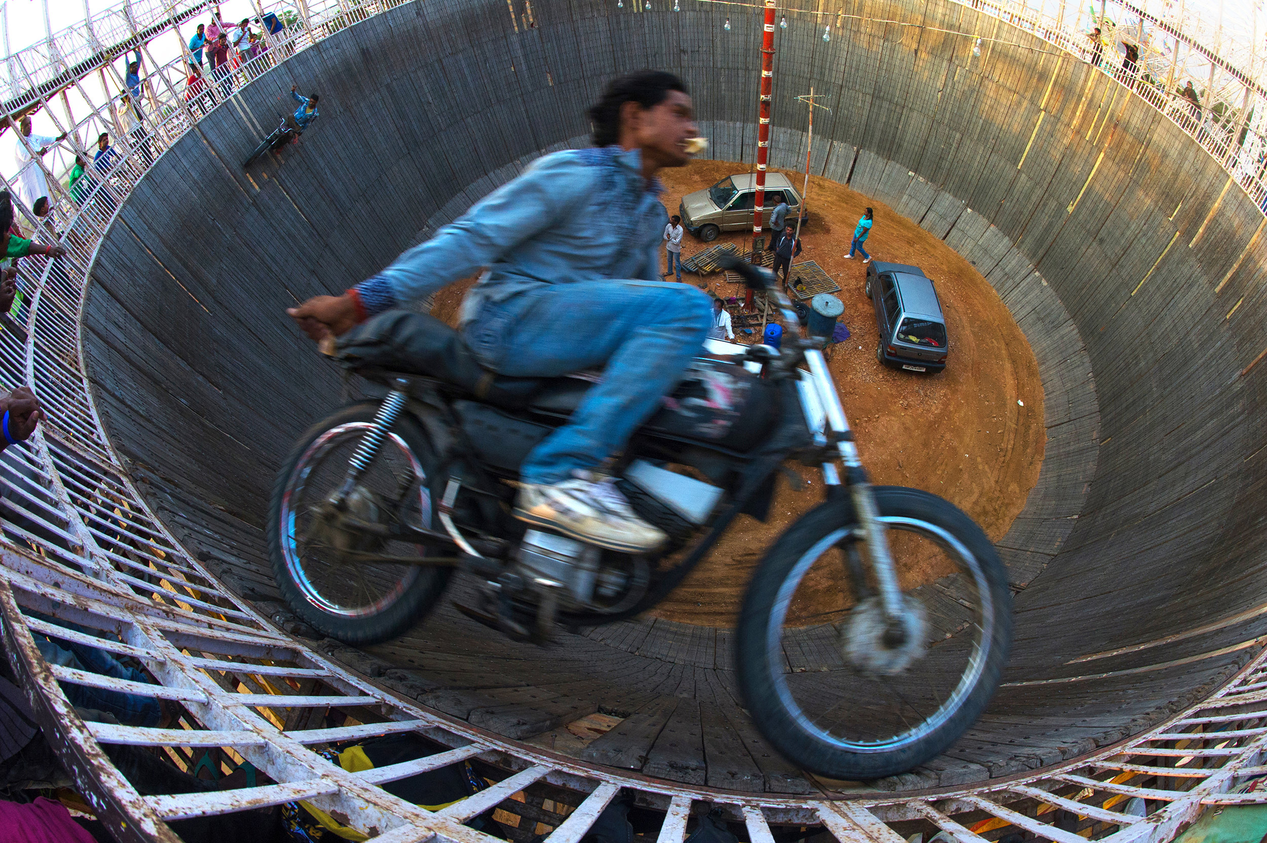 WELL OF DEATH MOTO