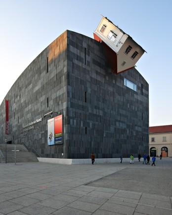 20-33-Worlds-Top-Strangest-Buildings-house-attack.jpg