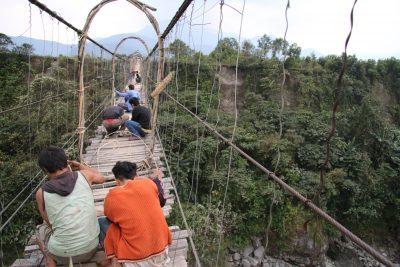 Adi-men-fixing-storm-damage-on-hanging-bridge-outsude-Tuting-400x267.jpg