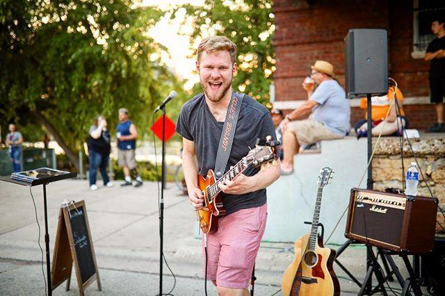 My Friday Face 😛 . . . 📸 @cassie_b123 . #guitar #gibson #gibsonlespaul #lespaulcustom #lespaul #gibsoncustom #gibsoncustomshop #modelingagency #acoustic #guitarsecret #guitarsolos #floydrose #concertphotography #colebrandt