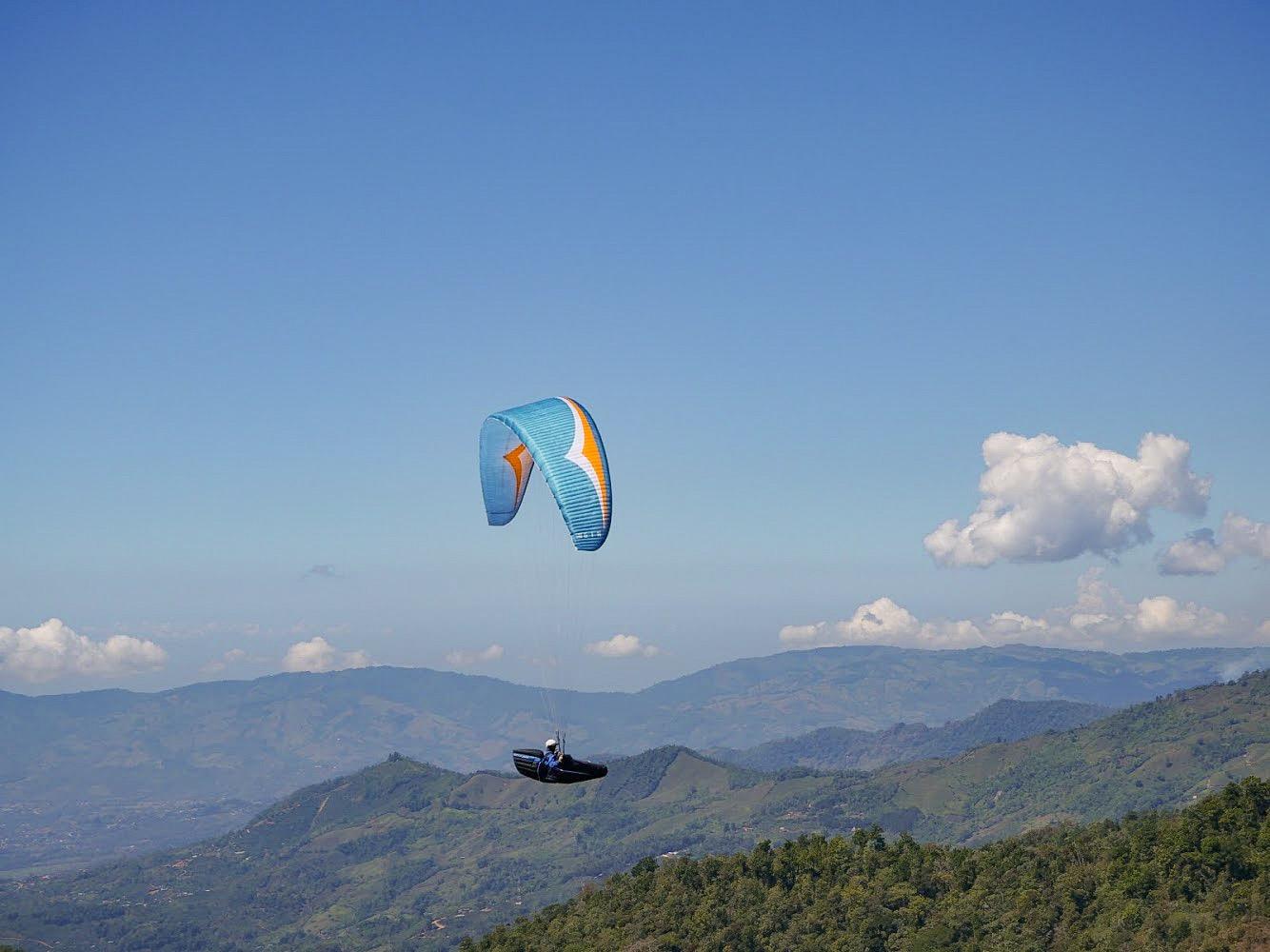 paragliding-costa-rica-visiting-pilots.jpg