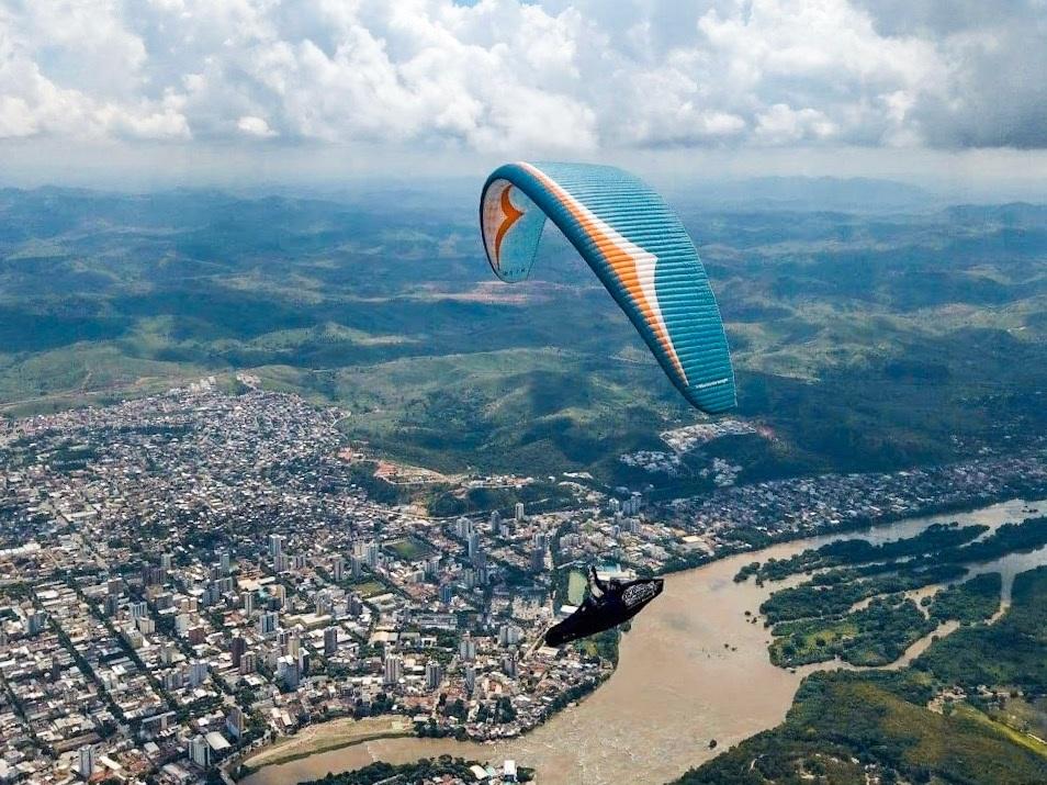 Paragliding+in+Governador+Valadares.jpg