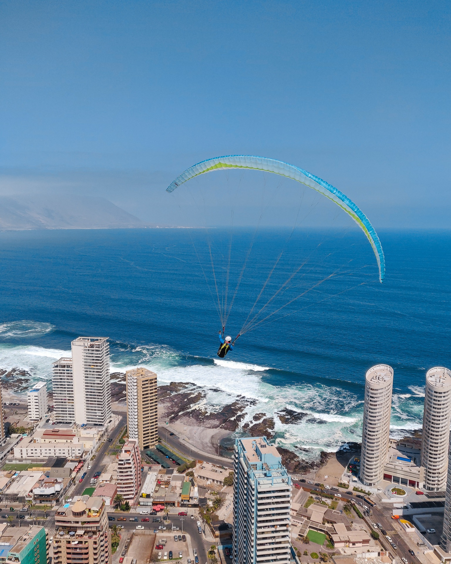 paragliding-landings-in-iquique-chile.jpg
