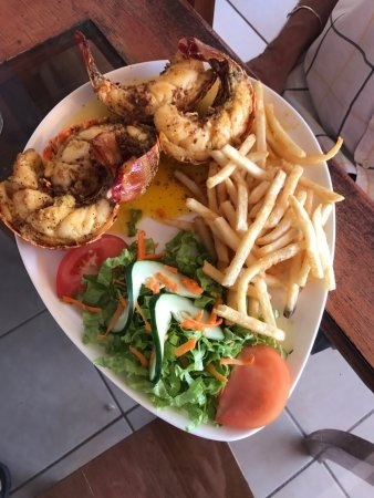 Langosta Feliz Matapalo Amazing Seafood.jpg