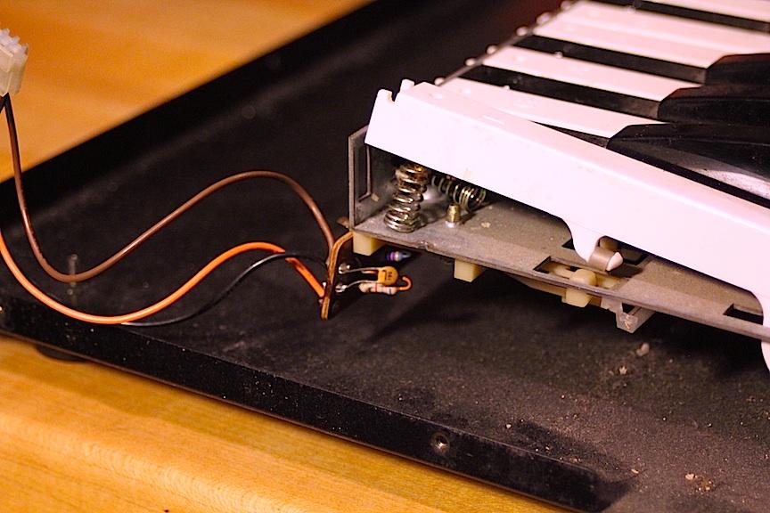21-korg-ms-10-hey-this-f-key-isnt-broken.jpg