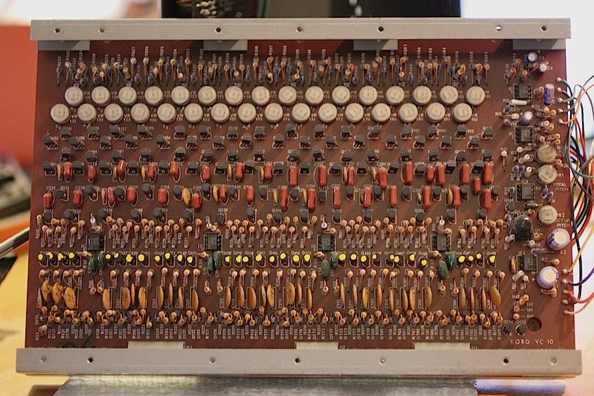 korg-12-klm-135-one-vco-per-key.jpg