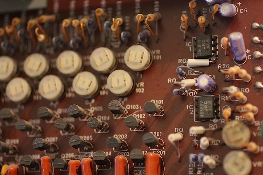 korg-13-one-vco-per-key-02.jpg