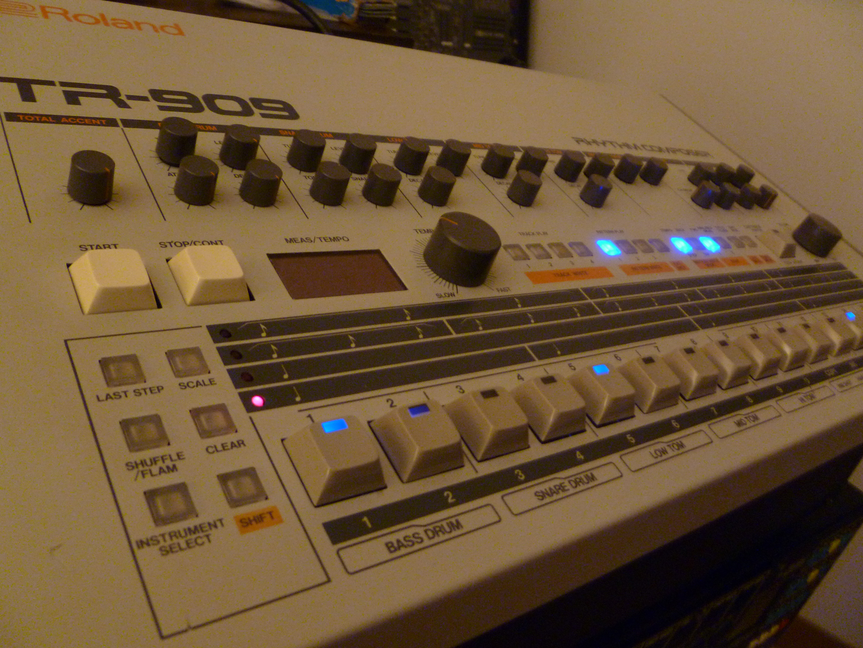 roland-tr-909-fixed-2.jpg