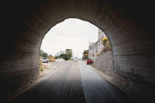 The edges of Lipari. . 21/05/17. . . . . #italy #Italia #lipari #island #isola #tunnelvision #tunnel #travels #travelphotography #ilikeitaly #explore #travelgram #ig_italia #gameoftones #welltraveled #diffusedlight #journey #direction #wanderlust #italytravel #landscape #softtones #erasmus #bella #instatravels #travelblog #beautifuldestinations #photooftheday