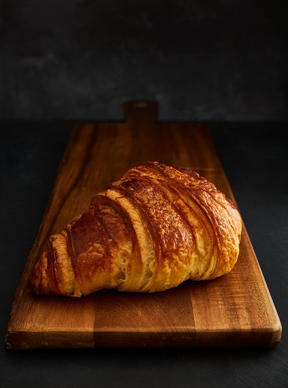 JORDAN_HUDSON_2018_Dozzen_Bakery_croissant.jpg