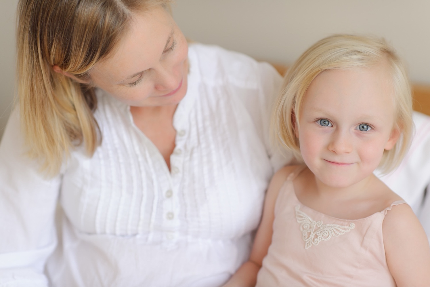Mother and daughter in photo session at home in Ponsonby by Auckland motherhood photographer Sarah Clayton