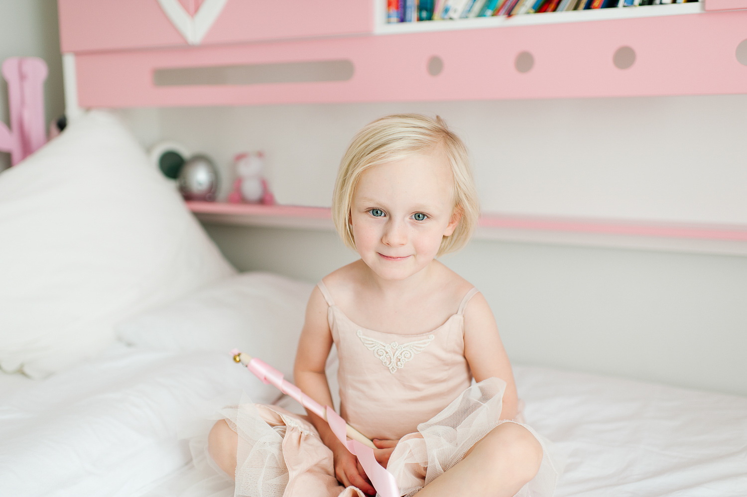 lifestyle family photography session with mother and daughter by Auckland family photographer Sarah Clayton
