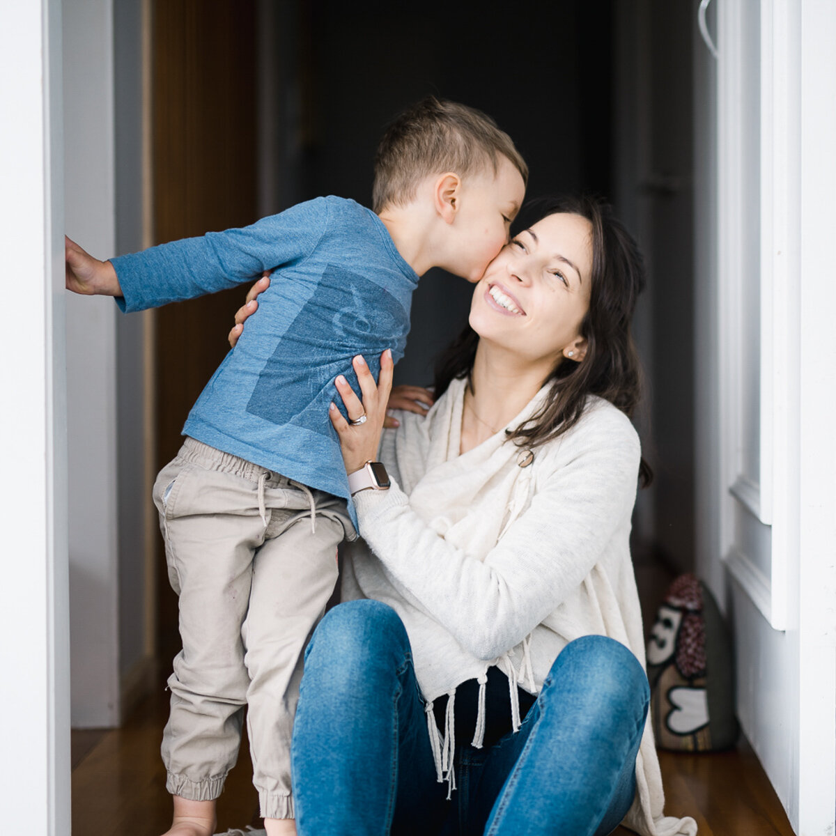 mother and son in lifestyle family photo session at home in Glendowie by Auckland family photographer Sarah Clayton