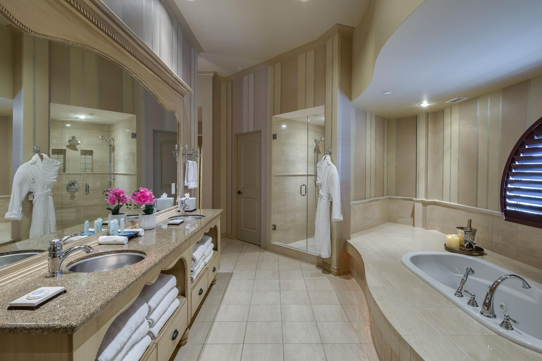 Royal-Kelowna-penthouse-bath-main.jpg