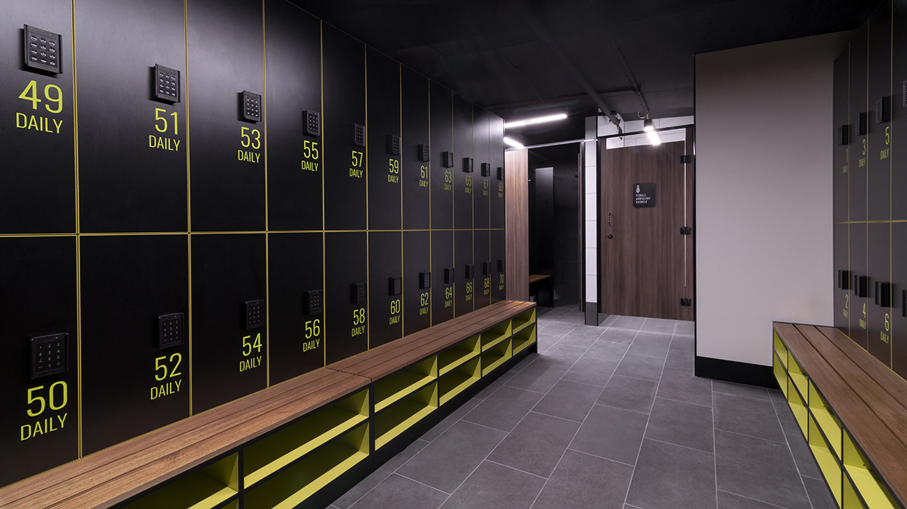 Lockers and toilet partitions by Lockin