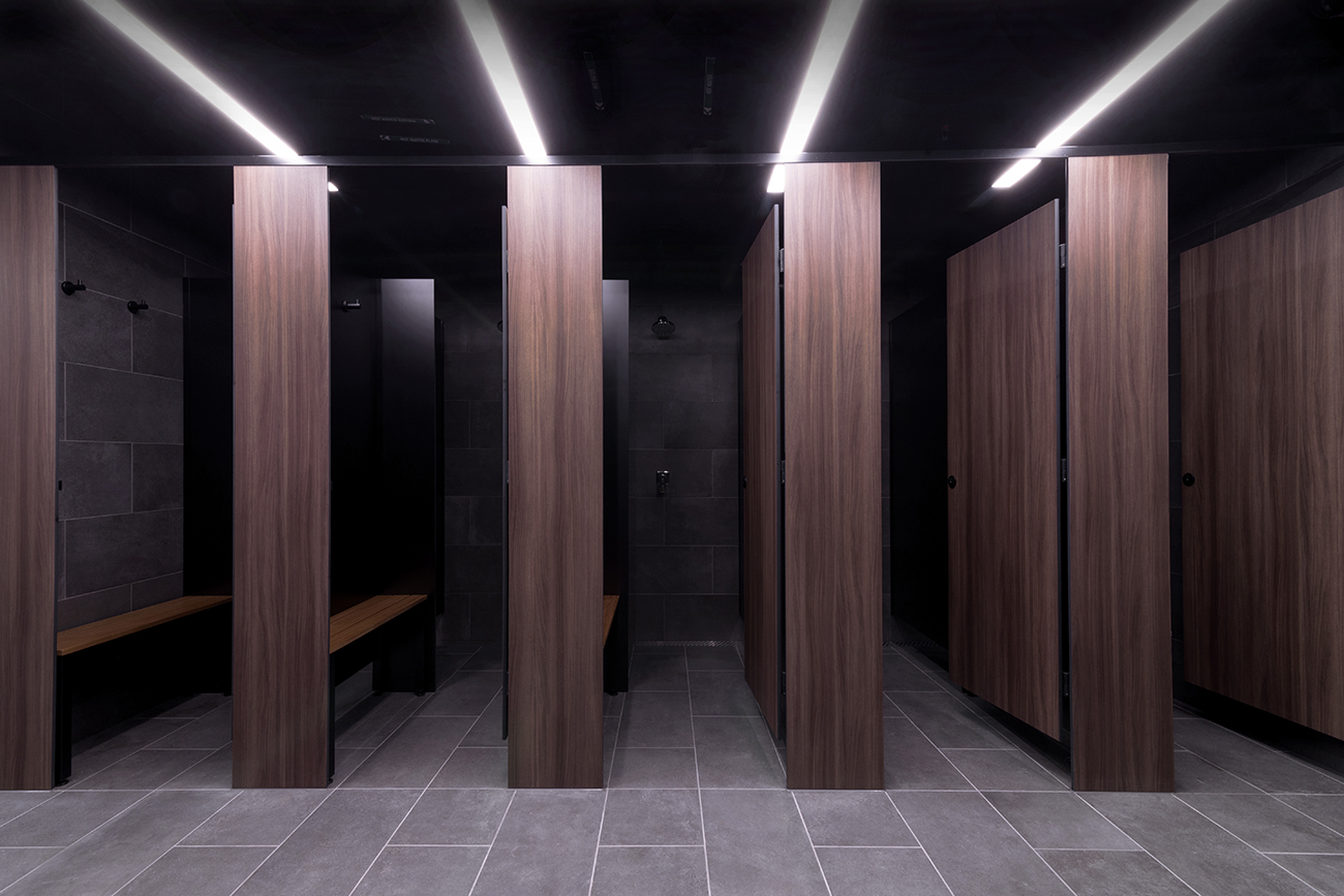 Shower partitions by Lockin