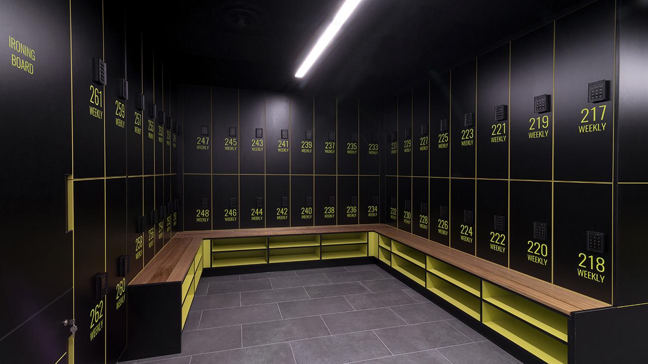 Weekly locker banks with shoe shelf seat by Lockin