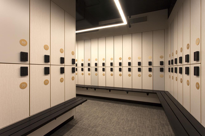 CBW end of trip lockers with bench seat by Lockin