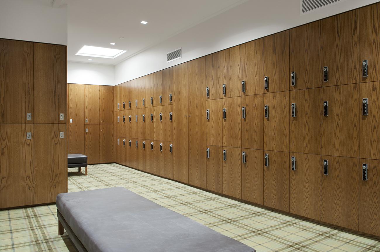 Timber veneer lockers at RMGC by Lockin