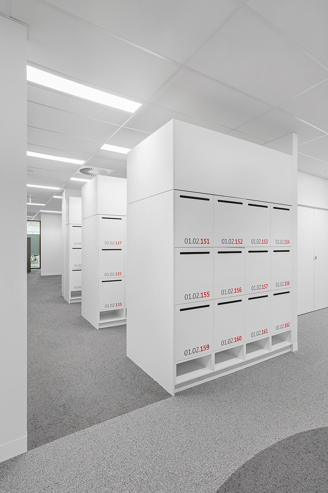 Lockers and bulkheads by Lockin lockers