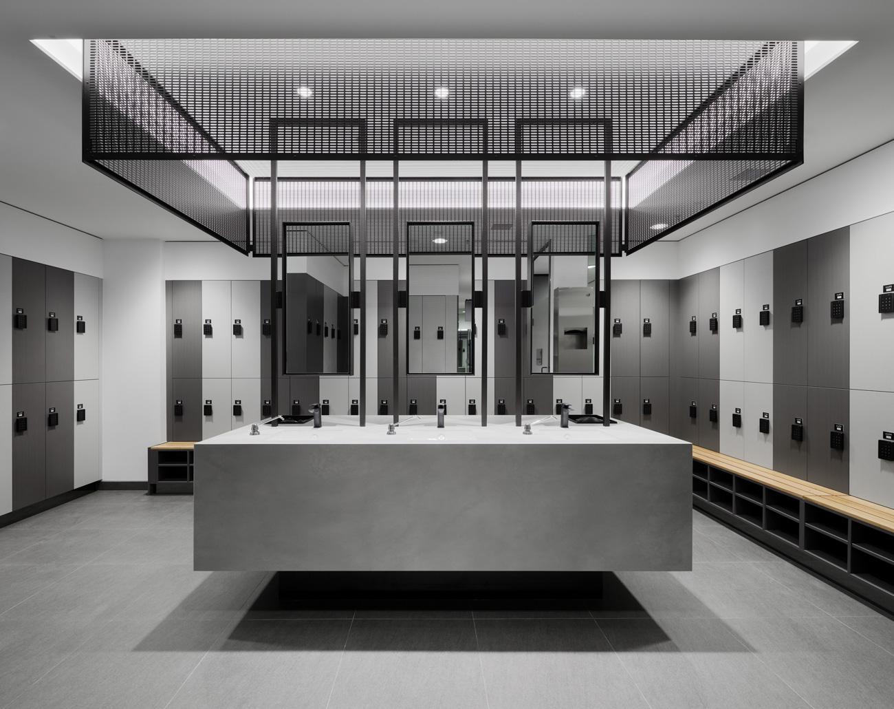 452 Flinders Street change room end-of-trip facility