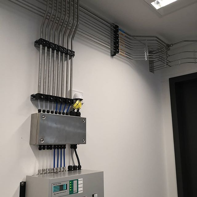 Life Safety Systems team UMECH biggest system to date. Here is a small taste of what was installed. Nice pipework all around! . . . #tubebending #tubebender #lifesafetysystems #electrician #electrical #weldporn #welding #3dprinting #orbitalwelding #stainlesssteel #lasercut