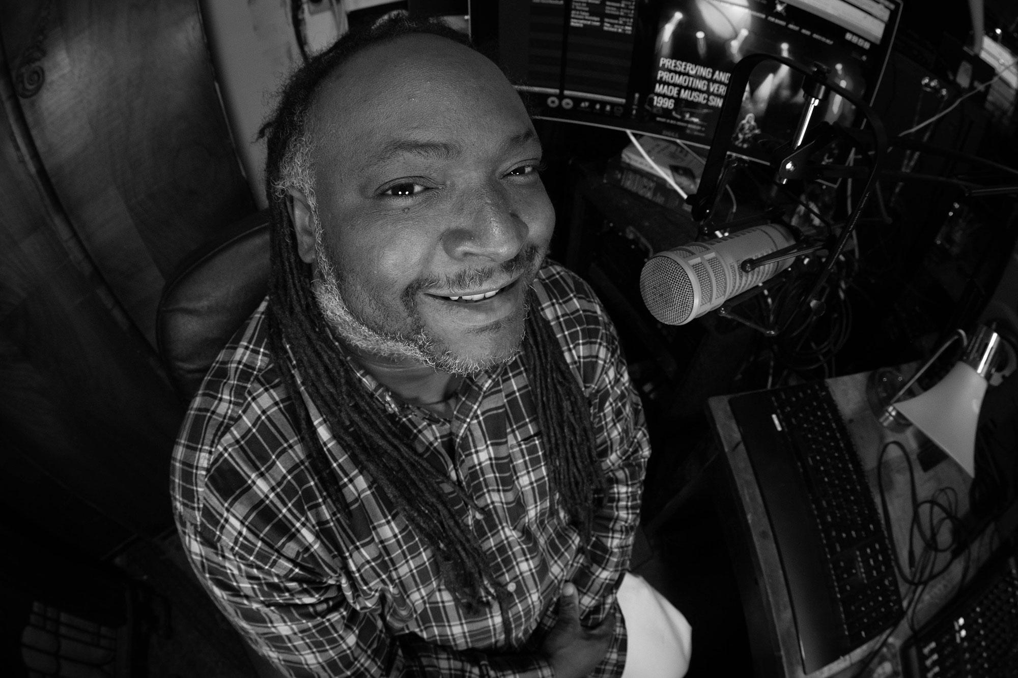 10pm-1amHeavy Hitta's - DJ FlameHip Hop, rap, R&B, reggae, dancehall and local artist interviews.