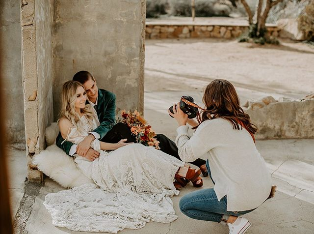 raise your hand if you have ever done a stlyed shoot! 🙋🏻‍♀️🙋🏾‍♀️🙋🏼‍♀️now raise your hand if you ever felt like a primal animal trying to fend off others for your food during that styled shoot! 🙋🏻‍♀️🙋🏾‍♀️🙋🏼‍♀️😅okay so, this is what we don't want. we love our styled shoots. they're SUCH an amazing time where we all get to learn from each other's shooting and directing styles. but we're not about 10 cameras on one couple. we split you up into smaller groups so that you're not bumping elbows too much and so your voice can be heard. which means more shooting time and more photos that are true to you and your brand.